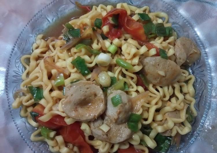 157) Mie Tomat