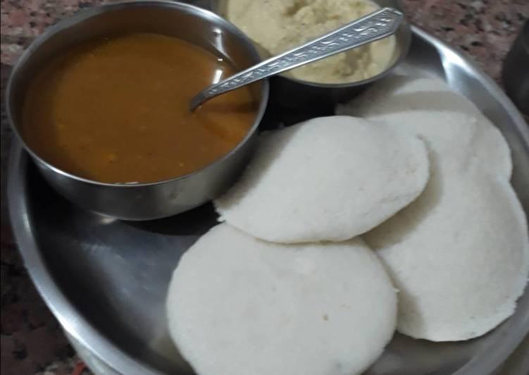 Rice Idli with coconut chutney and Sambhar