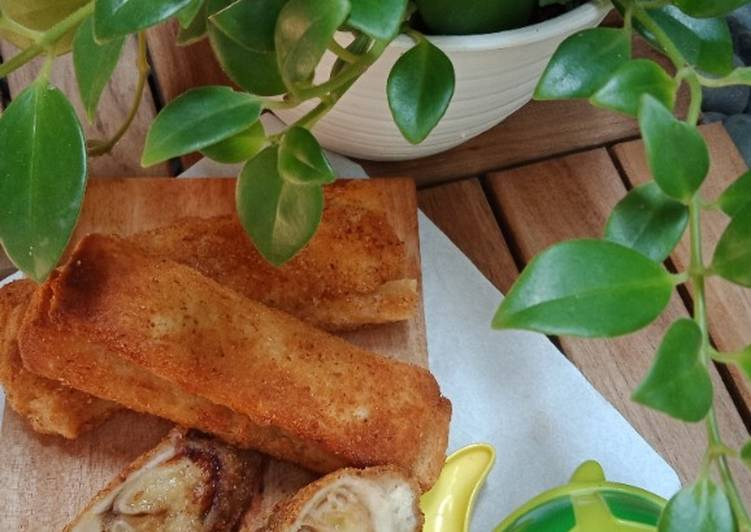 Roti Goreng Piscok and Ju (pisang coklat dan keju)