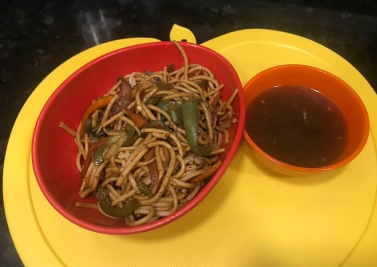 Hakka noodles-chow mein
