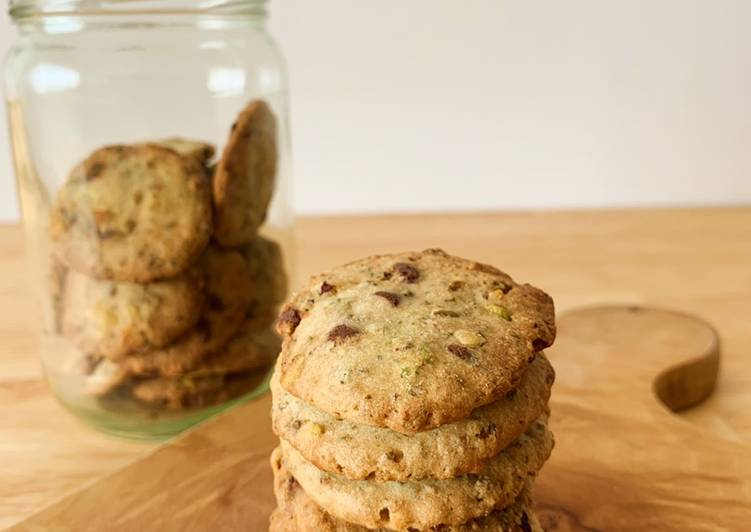 Kue kering ampas kacang hijau dengan kacang pistachio dan chocolate chips (okara mungbean cookies)