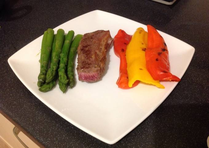 Sirloin Steak, Sweet Peppers & Asparagus Tips