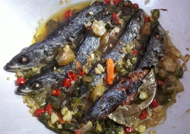 Ikan Pindang Cabe Hijau Belimbing Wuluh