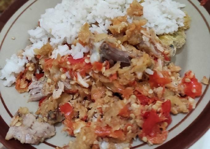 Resep 20. Ayam Geprek Sambel Bawang, Nikmat Untuk Berbuka
