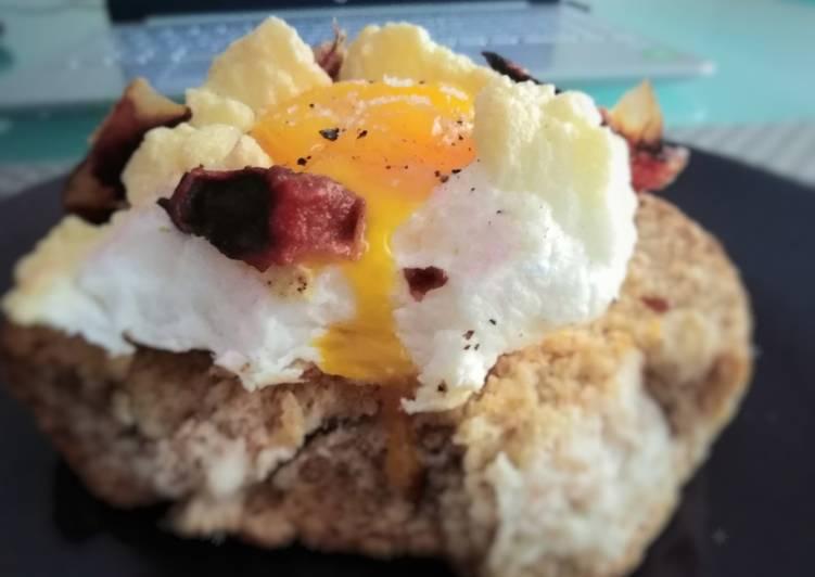 Frisa con nuvola di uova e capocollo crunchy