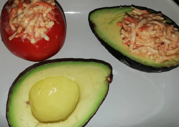 Comment faire Cuire Délicieuse Avocat et tomate au râpé de surimi sauce cocktail