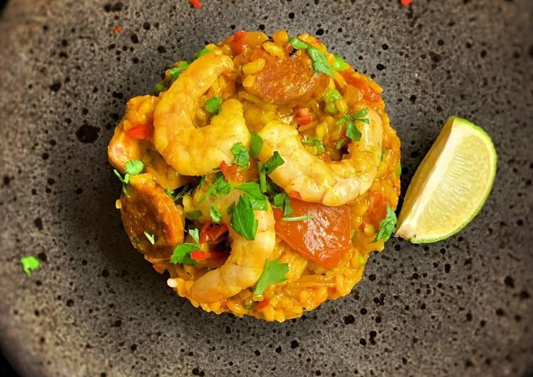 Paella, chicken, chorizo & prawns