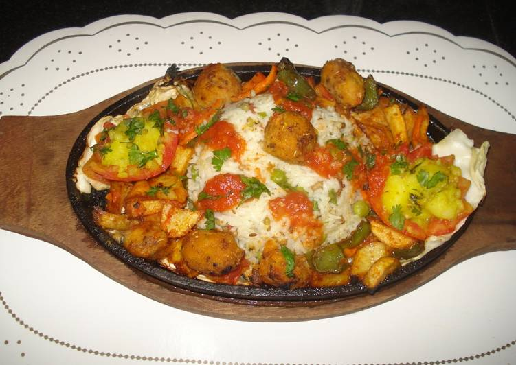 Rice sizzler with tomato coulis