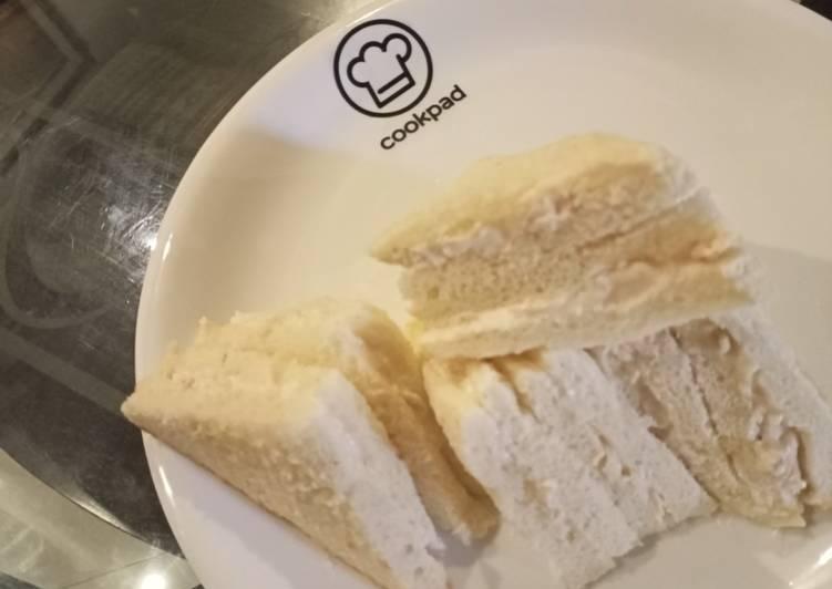 Chicken spread sandwich