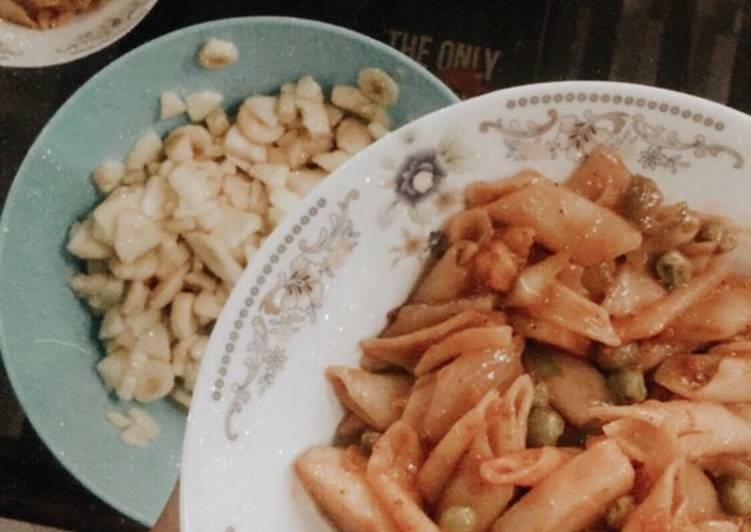 Recipe of Award-winning Red sauce pasta with vegetables
