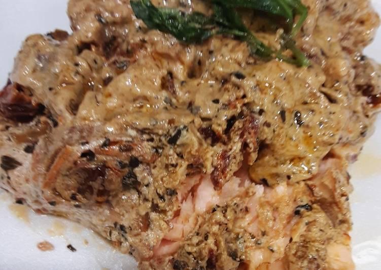 Pan fried Salmon with creamy sun-dried tomato sauce