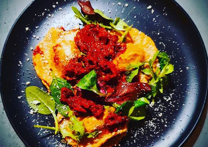 Spiced Leeks-Bacon-Mushrooms Ravioli with Red wine, Garlic and Chilli Tomato Sauce