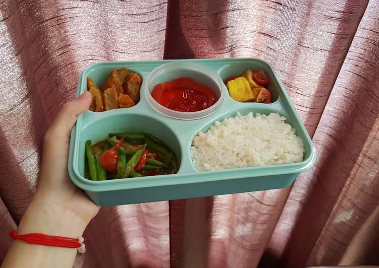 Lunch Box (Bekal makan siang) simpel + lengkap + sehat 😱