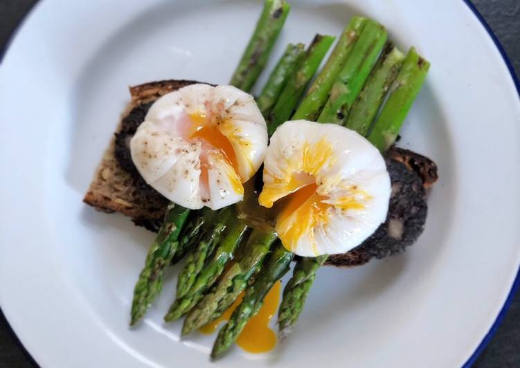 Step-by-Step Guide to Prepare Favorite Farmers market poached duck egg, black pudding, asparagus and sourdough