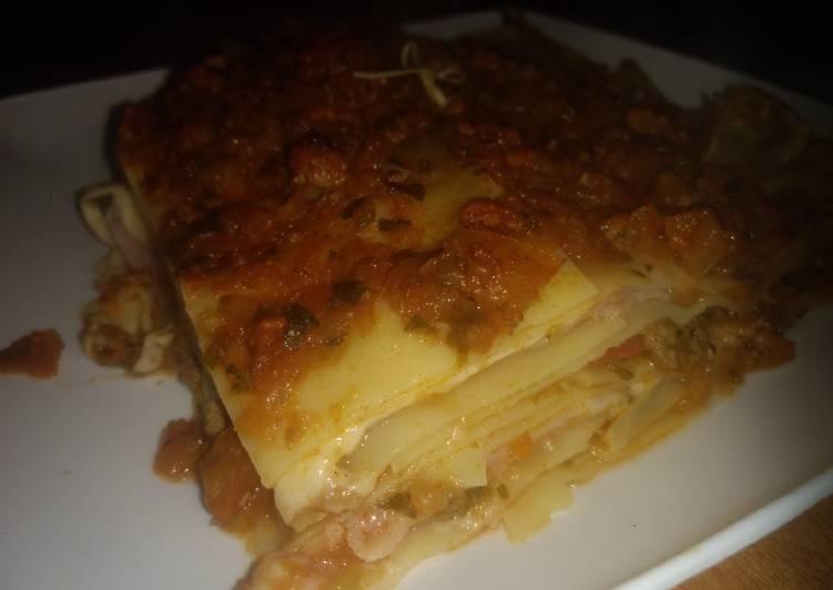 Lasagna Bolognesa original intercalada con jamón y queso