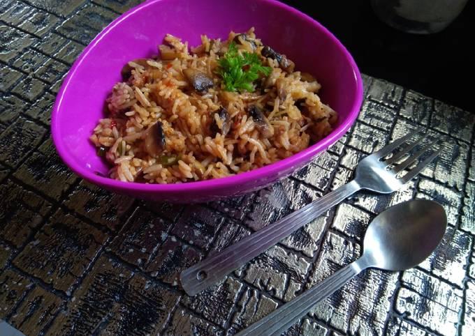 Schezwan mushroom fried rice
