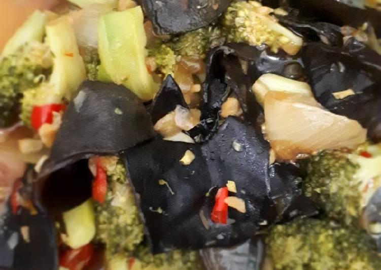 Oseng Brokoli Jamur Kuping