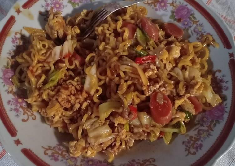 Resep Indomie goreng pedas manis 😁 Bikin Jadi Laper