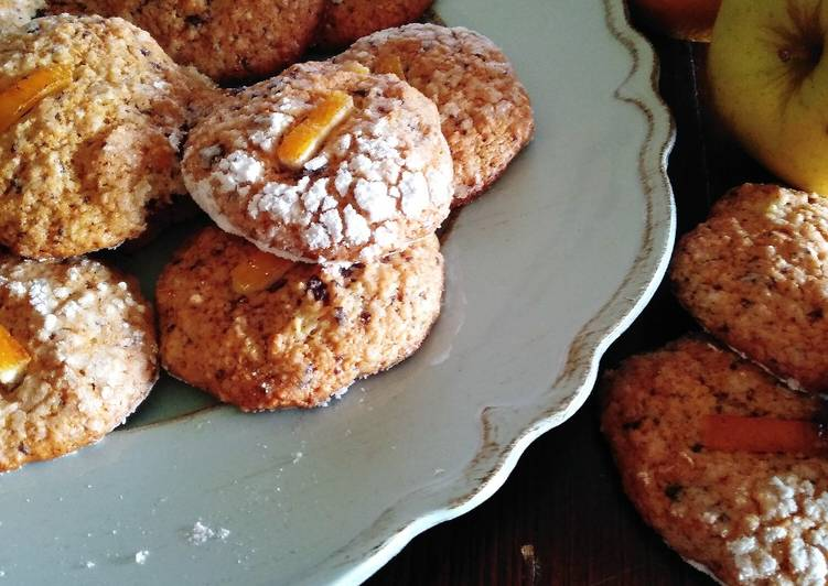 Biscotti morbidi con mela, arancia e cioccolato