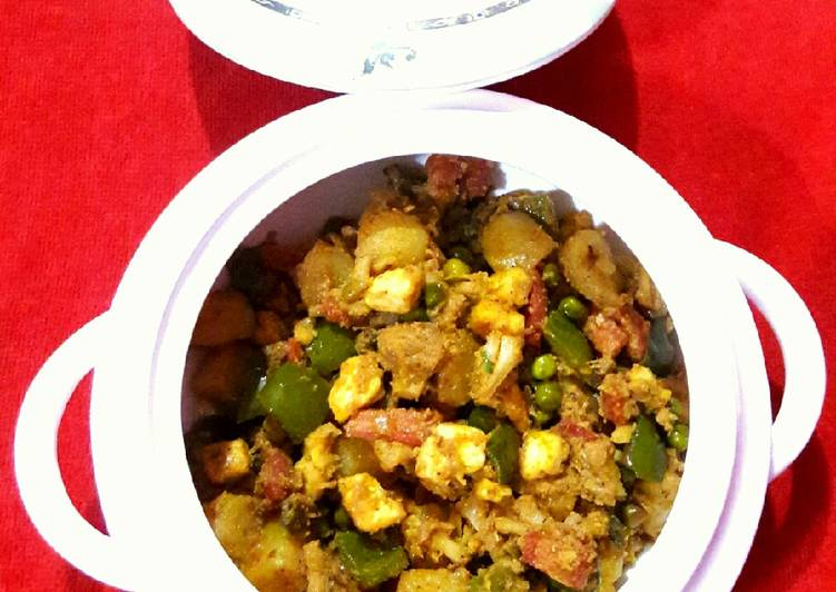 Recipe of Perfect Mixed Vegetable Dry Curry
