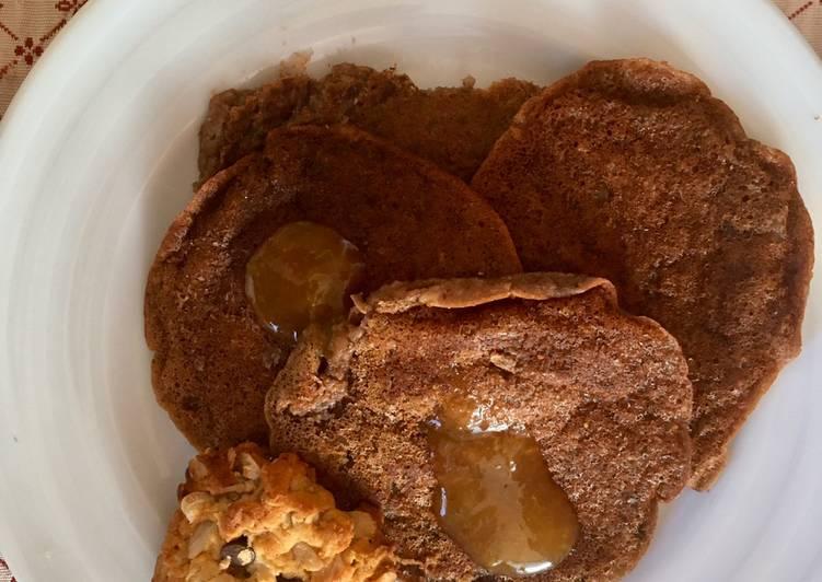Pancakes vegani di avena, banana e cacao