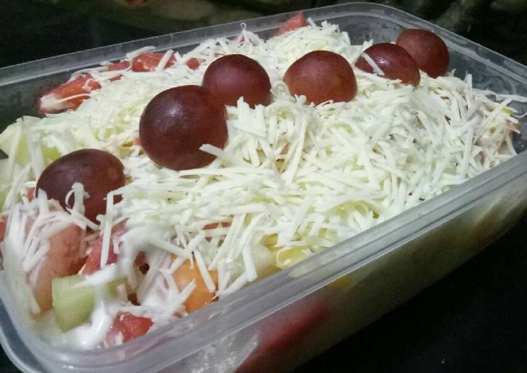 Fresh fruit salad porsi jumbo ala Rarara's family - cookandrecipe.com