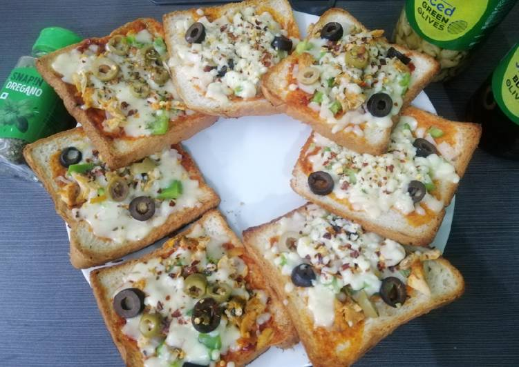 Zingy Chicken Bread Pizzas