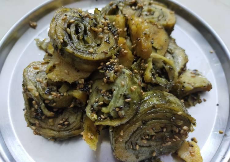 Shallow fried Arbi Patra