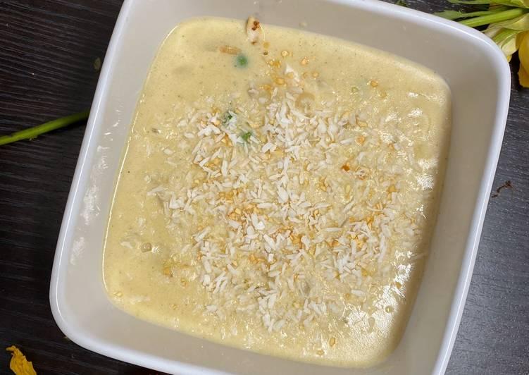 Creamy coconut, chicken and pea soup