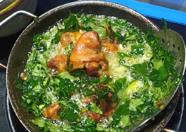 Ayam Goreng Daun Kare