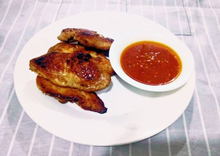 Pan grilled chicken and pepper sauce