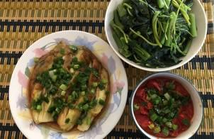 Rau dền luộc chấm cà chua om và cà tím mỡ hành