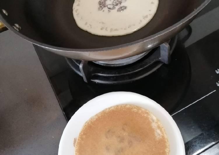 Simple Way to Prepare Favorite Raisin Pancake
