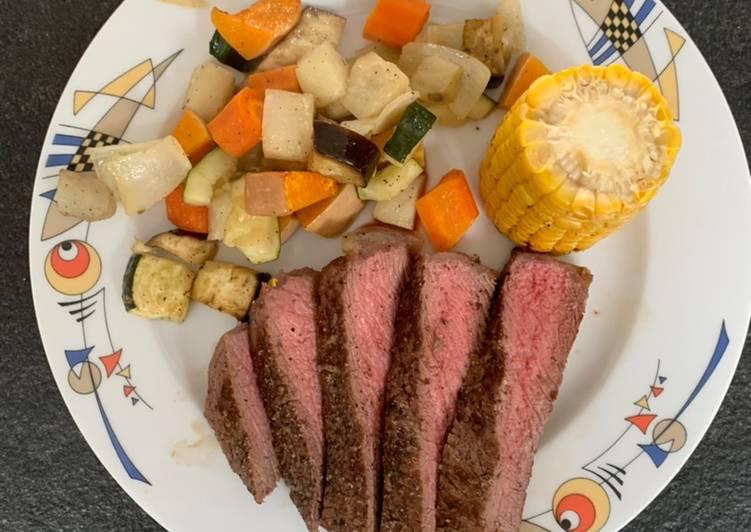 Flanksteak mit Maiskolben und mariniertem Ofengemüse