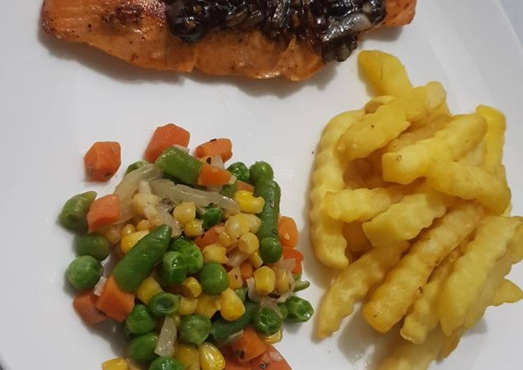 Grilled Salmon With Blackpepper Sauce