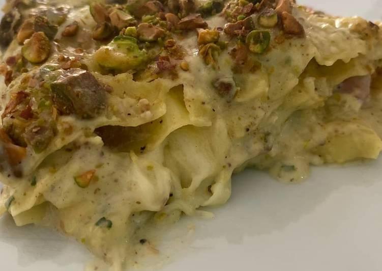 Easiest Way to Prepare Perfect Lasagne con crema di pistacchi, besciamella e guancialecroccante