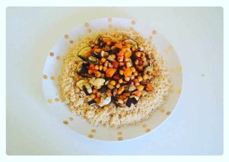 Un plat complet et équilibré, semoule de blé et légumes rôtis