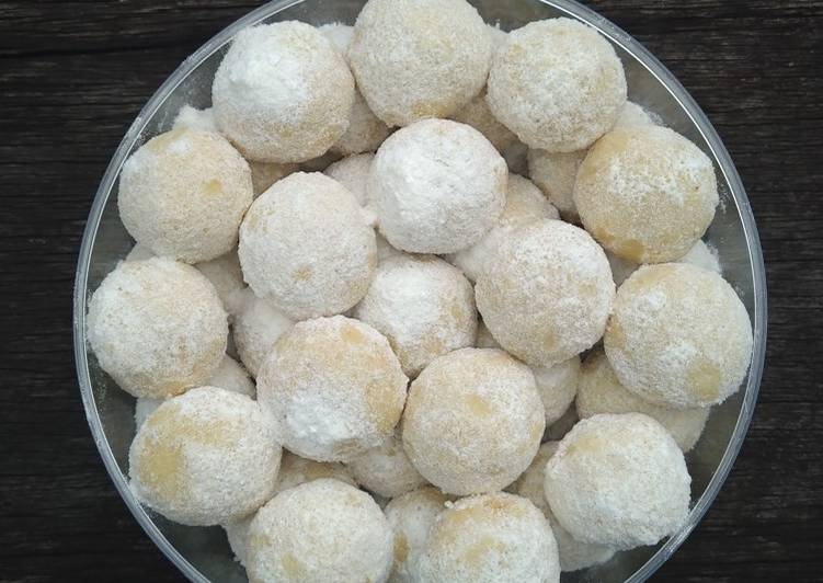 Almond Cheese Snowball (Putri Salju Almond Keju)