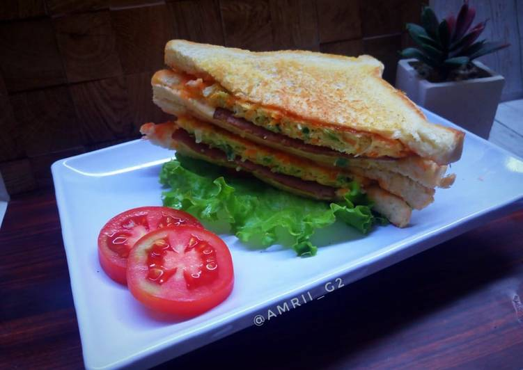 Grilled omelette sanwich