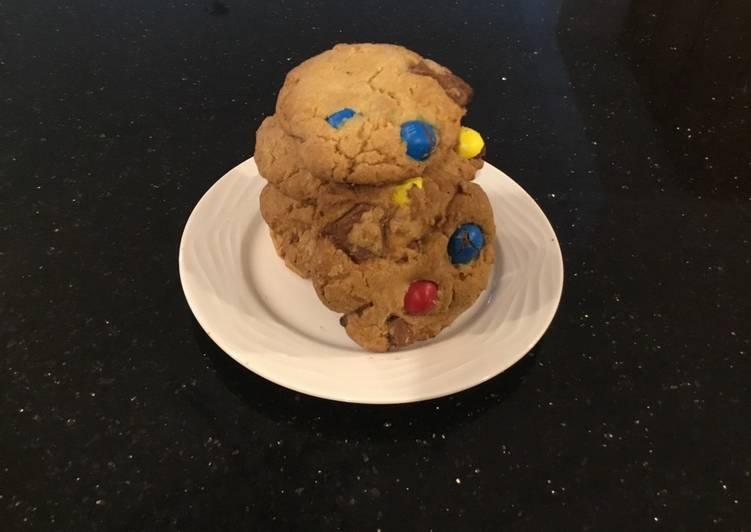Mega Caramel N&M Chovolate Chunk Cookies