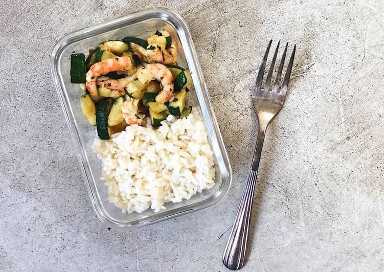 Gambas, calabacín y arroz: receta para tupper