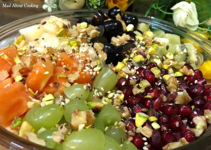 Healthy Breakfast Bowl – Nutty Fruit Salad