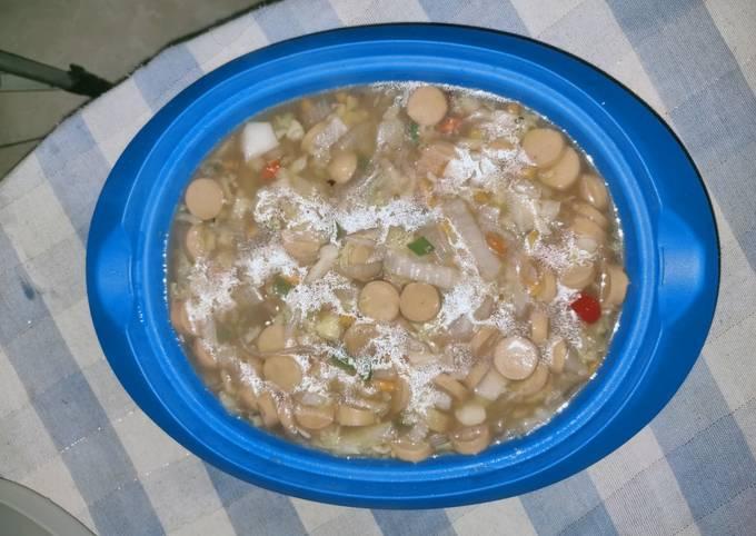 Capcay kuah dari sayur & sosis sisa di kulkas