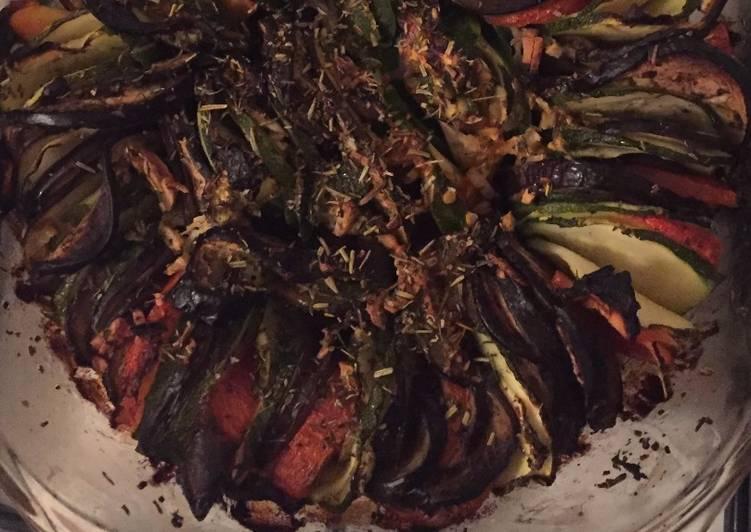 Tian aux légumes du soleil: aubergine, courgette, tomate