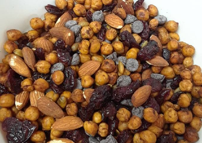 Roasted Chickpea Snack Mix