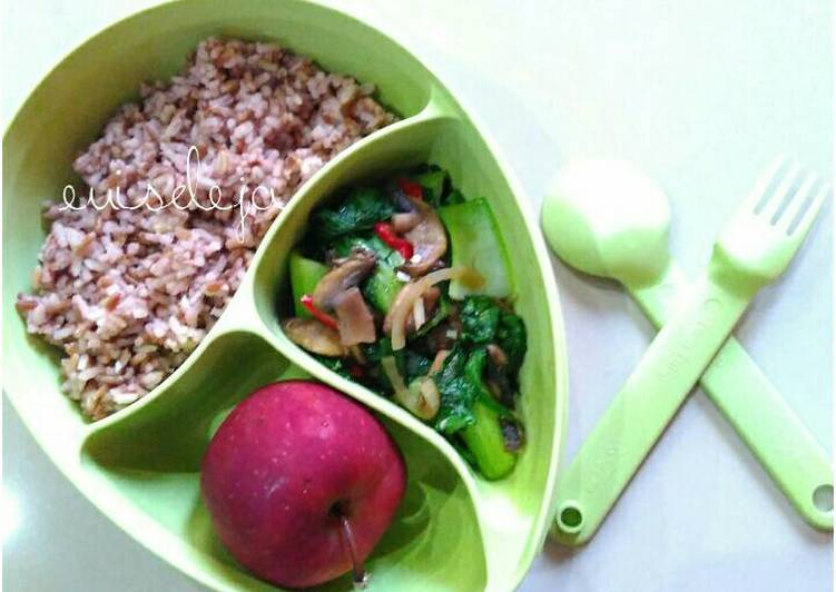 Resep #GMdietDay7 nasi merah+tumis pakcoy jamur merang Paling Joss