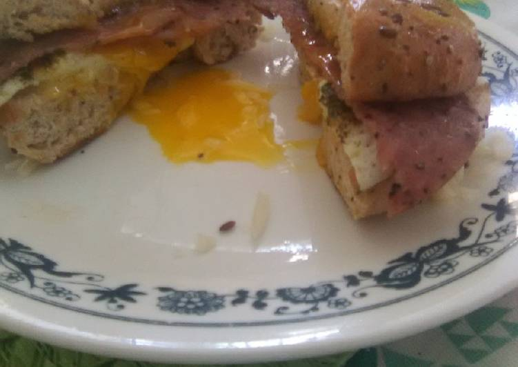 Recipe: Tasty Breakfast bagel sandwich