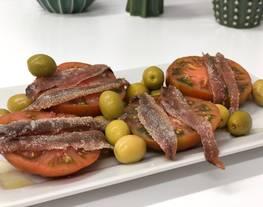 Ensalada de tomate Raf con anchoas