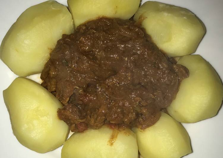 Beef Curry with Boiled Potatoes