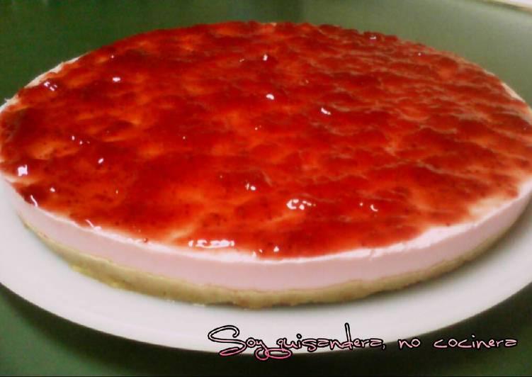 Tarta Fría De Queso Nata Y Gelatina De Fresa Receta De Mayte Fuentes Garcia Cookpad